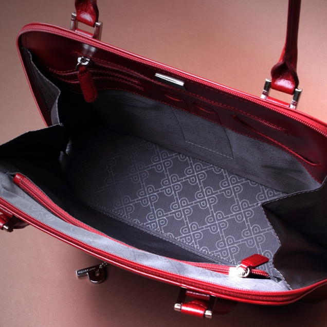 Interior of previous bag where its great capacity and amplitude can be appreciated