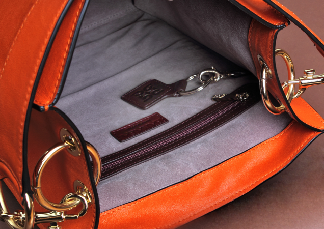 Interior rectangular bag with double inner pocket and velvety lining