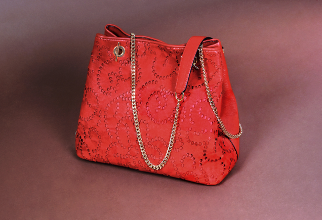 Red nappa leather bag and gold chain. Barada brand. Made with country skin in Ubrique, Cádiz
